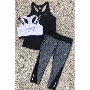 Nike Bundl -Tank, Bra, Print Crop Leggings